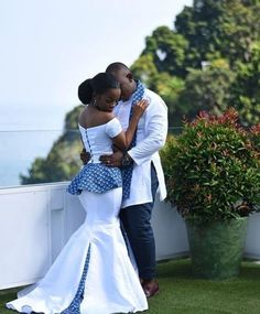 afrikanische hochzeiten White African Couple Clothing/ Bride and Groom Outfit/ Traditional Wedding/ African Clothing/ Prom C African Print Wedding Dress, African Wedding Attire, African Print Dresses, African Print Fashion, African Attire, African Dress, African Traditional Wedding Dress, Traditional Wedding Attire, Traditional African Clothing