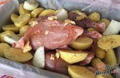 Pečené máslové kuřátko s bramborami a cibulí | NejRecept.cz
