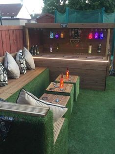 When my daughter wanted a party in the garden for her birthday I said I d bring some wood pallets home from work to build a garden bar for her birthday party pallets palletwood garden palletbar bar diy woodworking recycled # Bar Patio, Outdoor Garden Bar, Diy Garden Bar, Outdoor Pallet Bar, Backyard Bar, Backyard Landscaping, Outdoor Decor, Diy Pallet, Pallet Size
