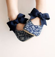 Fleur...dont you love the beautiful ring of that word? Well our Fleur toddler girl shoes are just as charming as their name! Made with a delightful