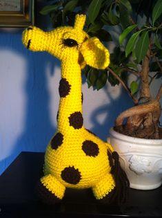 Hæklet giraf Amigurumi Free, Amigurumi Patterns, Knitted Animals, Safari Animals, Crochet Toys, Tigger, Diy And Crafts, Dinosaur Stuffed Animal, Knitting