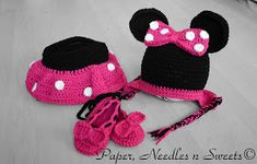 Last weekend, I was asked to make a Minnie mouse set for a 12-18 months girl. After looking online I found some free patterns for the diape...