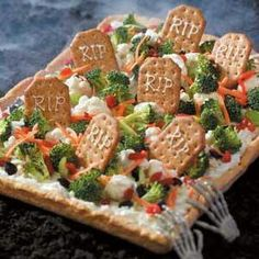 Halloween veggie pizza. PERFECT to serve instead of a veggie tray!