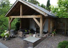 Bij een monumentale villa ligt een klassieke tuin in aansluiting op de sfeer van de woning. www.groenplan.nl