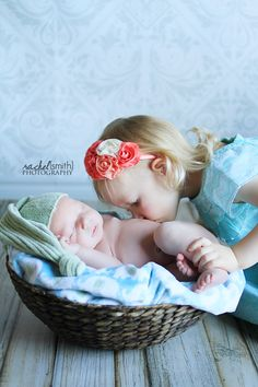 http://www.rachelsmithphotography.net  newborn photography with sibling