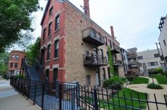 Bucktown one bedroom cozy loft / condo short-sale listed by Best Chicago Properties for $179,000.