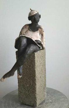 Name: Ballet Clown Artist: Grete Ryberg Høgh Gallery: Kunstsamlingen Height: 25 cm Width: 8 cm Price: 1000 kr. #kunstsamlingen #kunst #artcollection #art #painting #maleri #galleri #gallery #onlinegallery #onlinegalleri #kunstner #artist #danishartists #claysculpture #clay #sculpture #greteryberghøgh