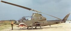 Vietnam History, Vietnam War Photos, General Electric, Military Helicopter, Military Aircraft, Pin Up, Military Service, United States Army, Military Equipment