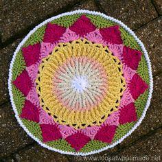 King Protea Mandala  {Another Crochet Mandala} :http://www.lookatwhatimade.net/crafts/yarn/crochet/free-crochet-patterns/king-protea-mandala/