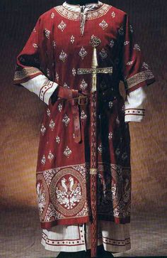 Madame de Pompadour — Byzantine and medieval men's and women's costumes. Medieval Costume, Medieval Dress, Medieval Fashion, Medieval Clothing, Men's Clothing, Historical Costume, Historical Clothing, Middle Age Fashion, Armadura Medieval