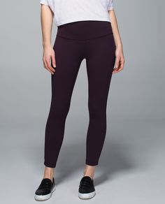 We designed these pants to help us move from Hatha to happy hour, no questions asked. With a high-rise fit that keeps us covered as we bend, twist and sip, these pants have our backs even if post-practice drinks turn into impromptu dance parties.