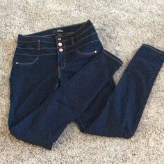 High wasted, button up skinny jeans Great condition, no stains refuge Pants Skinny
