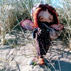 Niko a one of a kind little steampunk sand doodle dune bug Dee Day, Pixie Ears, Leather Braces, Bug Art, Little Doodles, Jute Bags, Dune, Sea Shells, Art Dolls
