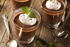 A silky, decadent chocolate mousse made using tofu and your favourite bar of vegan chocolate! We used Pana Mint for a beautiful Minty dessert! Keto Chocolate Mousse, Bakers Chocolate, Decadent Chocolate, Chocolate Orange, Vegan Chocolate, Dessert Parfait, Dessert Cups, Dessert Recipes, Recipes