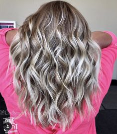 Pretty blonde hair color and curls Pretty blonde hair color and curls Pretty Blonde Hair, Blonde Curly Hair, Brown Blonde Hair, Blonde Hair For Fall, Henna Hair Dyes, Dyed Hair, Hair Color And Cut, Hair 2018, Balayage Hair