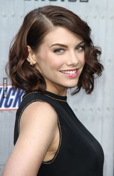 Pictures of Lauren Cohan, Picture Lauren Cohan (born January is an American-born English actress, best known for her role as Maggie Greene in The Walking Dead, and her recurring roles on The Vampire Diaries, Supernatural and Chuck. Lauren Cohan, Short Bob Hairstyles, Pretty Hairstyles, Wedding Hairstyles, The Walking Dead, Beautiful Celebrities, Beautiful Women, Female Celebrities, Maggie Greene