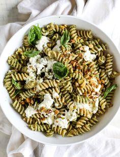 pistachio pesto pasta salad with burrata I howsweeteats.com