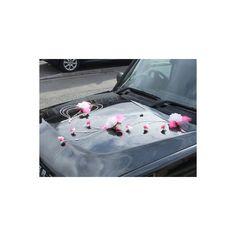 http://bouquet-de-la-mariee.com/24-kit-decoration-voiture-mariage-fleurs Lot décoration voiture mariage thème fushia et blanc avec coeurs 6 pièces: -->2 coeurs (mesures: 45cm et 38cm) -->2 compositions florales pour capot de voiture -->2 compositions florales / boutonnières pour les portes de voiture Couleur blanc et fushia   Sur ventouses fleurs artificielles haut de gamme