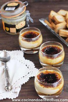 Hoy os traigo un aperitivo de lujo, perfecto para cualquier celebración y muy fácil de preparar, se trata de unos Vasitos de Crema de de foie caramelizada con mermelada de higos. Un vasito lleno de contrastes, primero el crujiente del azúcar caramelizada, luego la suave crema de foie y al fondo la deliciosa y casera