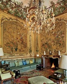 00 Marella Agnelli's Enchanting Estate in Northern Italy A sofa designed by Stephane Boudin spans one end of the piano nobile's main salon, which is decorated with panels of antique Chinese wallpaper; the Italian chandelier dates from the century. Architectural Digest, Marrakesh, Chinoiserie, Chateau Hotel, Chinese Wallpaper, Italy House, Italian Chandelier, Italian Villa, Vintage Interiors