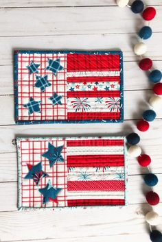 Patriotic US Flag mini quilt is quick project to get ready for summer. The quilt as you go tutorial makes for a fast red, white, and blue mug rug finish. Mug Rug Patterns, Star Patterns, Quilting Projects, Sewing Projects, Bunting Pattern, Mini Bunting, Patriotic Quilts, Quilt As You Go, Pillow Tutorial