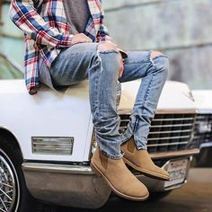 Great outfit by 👍🏽 Mens Casual Jeans, Denim Jeans Men, Casual Wear, Fashion Corner, Boy Fashion, Mens Fashion, Fashion Outfits, Men's Outfits, Casual Outfits