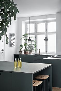 How To Incorporate Contemporary Style Kitchen Designs In Your Home Modern Kitchen Interiors, Luxury Kitchen Design, Best Kitchen Designs, Luxury Kitchens, Interior Design Kitchen, Home Kitchens, Modern Interior, Living Room Kitchen, Home Decor Kitchen
