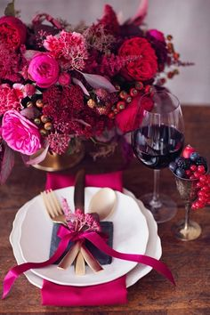 Red & Pink wedding table setting scheme and flower inspiration rustic bold autumn weddings