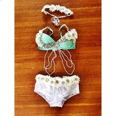 Mint and white daisy rave outfit from whythecagedbirdsingz on Instagram