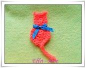 Application chat fait main en laine  Adorable petit chat fait main , crocheté en laine , idéal pour customiser les vêtements de vos enfants , leurs sacs ou accessoires . Pour créer des bijoux , pour la déco de votre maison , pour vos cartes ou vos photos .