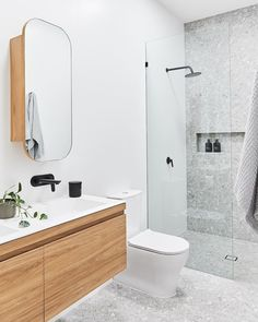 Nicole Rosenberg from Liberty Interiors takes us for a look inside this large colourful family home where artwork features in every room. Bathroom Renos, Grey Bathrooms, Small Bathroom, Master Bathroom, Bathroom Design Inspiration, Modern Bathroom Design, Bathroom Interior Design, Apartment Bathroom Design, Terrazzo