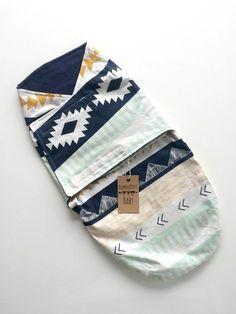 Baby Boy blau aztekische Velcro Wickeltisch von ShopBumbleBerryBaby