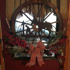Western Christmas wagon wheel wreath Rustic Western Decor, Country Decor, Wagon Wheel Decor, Christmas Decorations, Christmas Ornaments, Holiday Decor, Western Christmas, Summer Wreath, Wagon Wheels