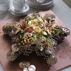 kataskeyes me koukounaria Christmas Flowers, Christmas Love, Christmas Wreaths, Christmas Crafts, Christmas Decorations, New Years Decorations, Flower Decorations, Seasonal Decor, Holiday Decor