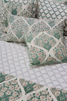 TROPICAL SLUMBER Magnolia Champaka, which is amongst the most beloved Indian flowering trees, is the inspiration behind this #handblock printed #BedStory. Given the intricate design of the artwork, only a master craftsman can achieve this level of skill in printing on a cream base, which leaves no room for error. Discover the #Champaka collection on our #WebBoutique #SustainableLuxury #EnchantedIndia