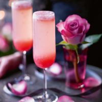Heston's rhubarb fizz