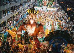 """O pesquisador Gehad Ismail Hajar, da Universidade Federal do Paraná (UFPR), afirma que a festa brasileira é peculiar. """"Nenhum país tem um carnaval com as características do brasileiro, embora haja comemorações semelhantes. É possível dizer que o carnaval sem os ritos e menções religiosas, e com as características festivas de hoje, é invenção brasileira."""""""