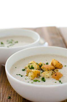 houbový krém Cheeseburger Chowder, Curry, Eggs, Breakfast, Ethnic Recipes, Food, Morning Coffee, Curries, Essen