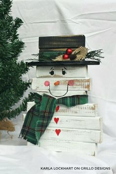DIY wooden snowman made from spindles / Grillo Designs Blog www.grillo-designs.com