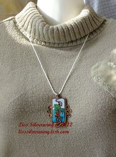 'handmade wirewrapped pendant necklace ' is going up for auction at  7pm Sun, Jan 6 with a starting bid of $20.