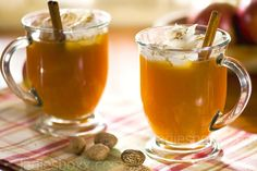 Mix the bottle contentsof cider with orange zest, fresh orange juice, cinnamon, cloves, ground ginger and nutmeg. Add honey to taste, stir. Pour into a medium-size pot. Cook on low heat 8 – 10 minutes beforehand to bring the mixture to a boil. Remove from heat, add whiskey, stir.
