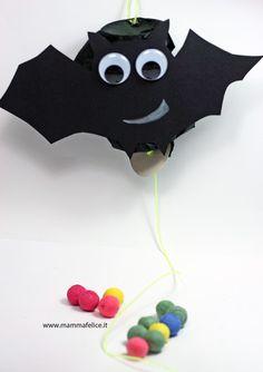 Idee per Halloween:Pignatta a forma di pipistrello! Direttamente dal blog di mammafelice :)