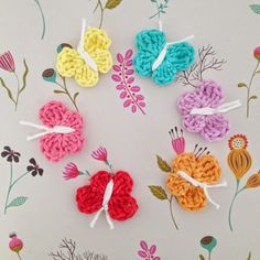 Crochet butterflies, free pattern╭⊰✿Teresa Restegui http://www.pinterest.com/teretegui/✿⊱╮