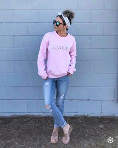 Messy bun and gettin' stuff done! ✌ I am loving this comfy MAMA sweatshirt from @shopthelmadean they have the cutest clothing items! Go…