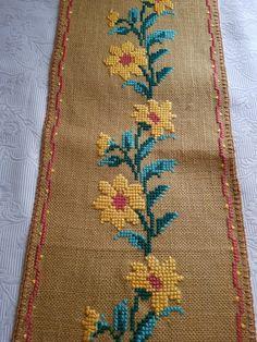 Mini Cross Stitch, Cross Stitch Borders, Cross Stitch Flowers, Cross Stitch Patterns, Hand Embroidery Patterns Flowers, Embroidery Designs, Cross Stitch Geometric, Crochet Bedspread, Pattern Design