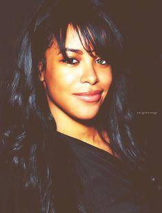 "( 2016 † IN MEMORY OF) - † ♪♫♪♪ AALIHAH (Aaliyah Dana Haughton) Tuesday, January 16, 1979 - 5' 7½"" - Brooklyn, New York City, New York, USA. Died: Saturday, August 25, 2001 (aged of 22) - Marsh Harbour, Abaco Island, Bahamas. Cause of death; (airplane crash)."