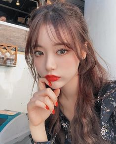 What is the easiest Forex strategy to implement? I'm going to go over the four types of Forex strategies and show you which one I think is t. Korean Bangs Hairstyle, Korean Hairstyles Women, Korean Haircut, Wispy Hair, Long Hair With Bangs, Haircuts With Bangs, Wispy Bangs, Fringe Hairstyles, Pretty Hairstyles