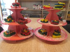 Feesttaarten van speelklei. Nutsschool Maastricht