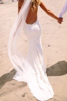 Love this shot of hottie bride Ashley in her Princeville gown & Lizzie veil