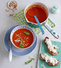 Tomatensuppe mit Ricotta-Röstbrot - Rezepte - [LIVING AT HOME]